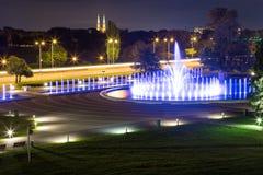 La fontana illuminata Fotografie Stock