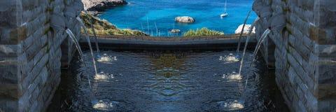 La fontana moderna con sei ha messo in luce gli scoli dell'acqua Immagini Stock