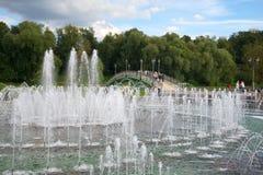 La fontana nel parco di Tsaritsyno nel pomeriggio nuvoloso di settembre Mosca, Russia Fotografia Stock Libera da Diritti