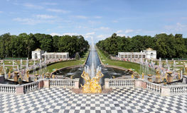 La fontana principale di Petrodvorets immagine stock libera da diritti