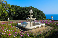 La fontana vicino al museo del palazzo di Alupka Fotografia Stock
