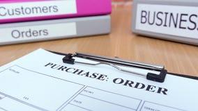La forma de orden de compra en la tabla de madera con negocio archiva Imagen de archivo libre de regalías