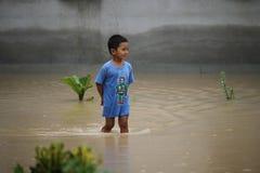 La forma de vida de la gente en la inundación masiva Fotos de archivo libres de regalías