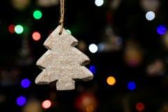 La forma del árbol de la Navidad adorna la ejecución en el árbol de navidad Fotografía de archivo
