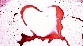 La forma del corazón de salpica y las gotas almacen de video