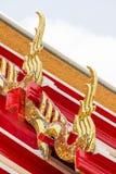 La forma di apice del timpano sul tetto immagine stock libera da diritti