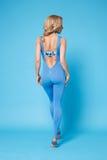 La forma sexy del corpo di forma fisica dei pilates di yoga di sport della donna di bellezza copre Fotografie Stock