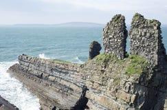 La formación antigua y lame ruinas del castillo Fotografía de archivo libre de regalías