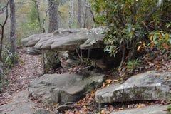 La formación de roca aparece ser una mano de piedra imagen de archivo libre de regalías