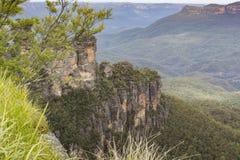 La formación de roca famosa de tres hermanas en el Na azul de las montañas Imágenes de archivo libres de regalías