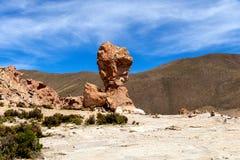 La formación de roca llamó a Copa del Mondo o mundial en el altiplano de Bolivean - departamento de Potosi, Bolivia foto de archivo