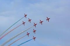 La formation d'accord par les flèches rouges Photos stock