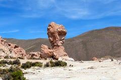 La formation de roche a appelé Copa del Mondo ou coupe du monde dans l'altiplano de Bolivean - département de Potosi, Bolivie photos libres de droits