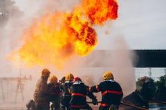 La formation du sapeur-pompier pompier photos libres de droits