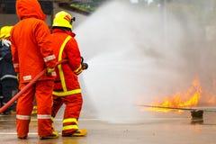 La formation du sapeur-pompier pompier images libres de droits