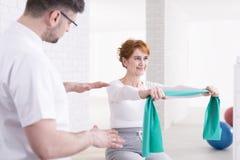 La formation est une part importante de physiothérapie Photos libres de droits
