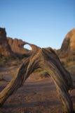 La formazione rocciosa dell'arco incurva la sosta nazionale Moab Immagine Stock