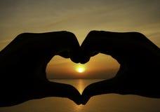 La forme d'amour remet la silhouette Photos libres de droits
