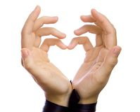 La forme d'en forme de coeur par les mains femelles. Photos stock