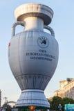 La forme de ballon met en forme de tasse le championnat européen du football Image stock