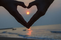 La forme de coeur autour du soleil Photographie stock libre de droits
