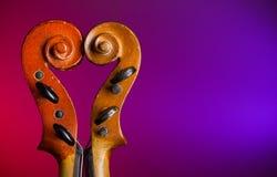 La forme de coeur effectuent par des défilements de violon Image libre de droits