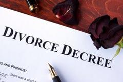 La forme de décret de divorce et fané a monté Photos libres de droits