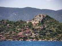 La fortaleza antigua en la colina Fotografía de archivo libre de regalías