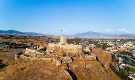 La fortaleza de Akhaltsikhe en Georgia en un día de verano Imágenes de archivo libres de regalías