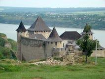La fortaleza de Khotyn, provincia de Chernivtsi Oblast de Ucrania occidental imagenes de archivo