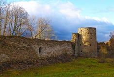 La fortaleza destruida antigua en Koporye Fotos de archivo libres de regalías