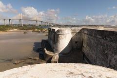 La fortezza dei tre saggi e Newton Navarro Bridge Fotografia Stock Libera da Diritti
