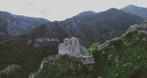 La fortezza del ` s di Asen a Asenovgrad Filippopoli Bulgaria archivi video