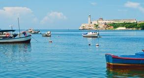 La fortezza di Morro ed i pescherecci a Avana abbaiano Fotografie Stock
