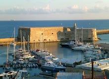 La fortezza veneziana storica Castello una luce solare della giumenta di mattina, vecchio porto di Heracleion, isola di Creta fotografia stock