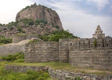 La fortificazione di Gingee domina la collina con i bastioni immagine stock libera da diritti