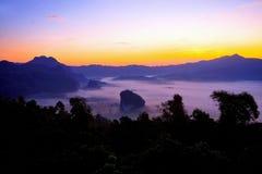 La foschia a Phulangka Nan Tailandia Immagini Stock