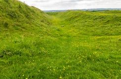 La fossa Badbury suona la fortificazione della collina di età del ferro Immagini Stock Libere da Diritti