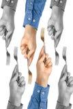 La foto creativa del concepto de la mano está sosteniendo una bifurcación en un fondo blanco aislado fotos de archivo libres de regalías