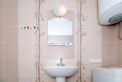 La foto de un fregadero en un cuarto de baño fotografía de archivo libre de regalías