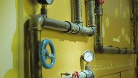 La foto dei tubi del metallo per il rifornimento idrico archivi video