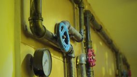 La foto dei tubi del metallo per il rifornimento idrico stock footage