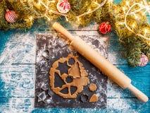 La foto del pino si ramifica, pasta, muffe del biscotto, matterello Fotografia Stock Libera da Diritti