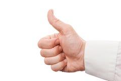 La foto del primo piano della mano maschio che mostra i pollici aumenta il segno Fotografia Stock Libera da Diritti