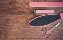 La foto del vintage, los accesorios para la manicura o la pedicura, el concepto de pie, la mano y el clavo cuidan, copian el espa Imagenes de archivo