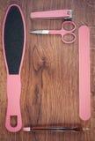 La foto del vintage, los accesorios para la manicura o la pedicura, el concepto de pie, la mano y el clavo cuidan, copian el espa Fotografía de archivo libre de regalías