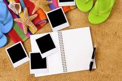 La foto della struttura della polaroid di vacanza della spiaggia dell'album di foto stampa lo spazio della copia immagini stock libere da diritti