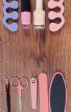 La foto, los cosméticos y los accesorios para la manicura o pedicura, el concepto de pie, la mano y el clavo del vintage cuidan,  Foto de archivo