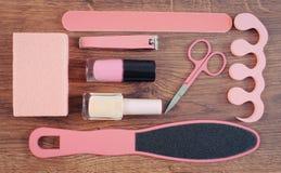 La foto, los cosméticos y los accesorios para la manicura o pedicura, el concepto de pie, la mano y el clavo del vintage cuidan Imágenes de archivo libres de regalías