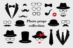 La foto props le collezioni Il retro partito ha messo con i vetri, i baffi, la barba, i cappelli, il texedo e le labbra Vettore illustrazione di stock